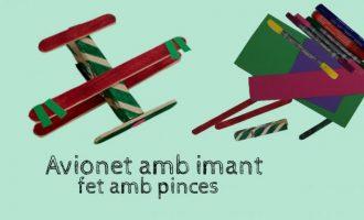 Haz un avioncito con imán para la nevera