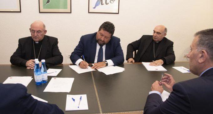 La Diputació signa un conveni amb els dos bisbes de la província per a restaurar el millor del patrimoni castellonenc