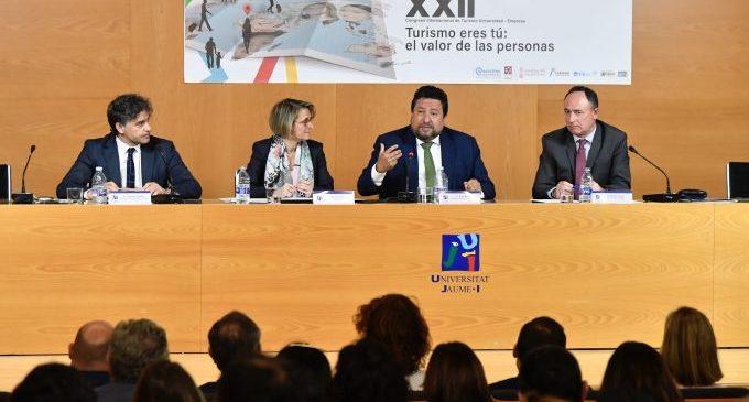 """Moliner: """"Les administracions hem de crear un marc de possibilitats que faça del turisme la clau del futur provincial"""""""