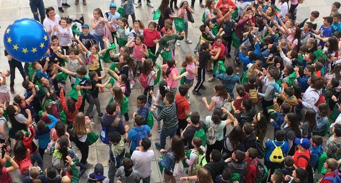 Castelló projecta els valors de formar part de la Unió Europea entre 256 escolars