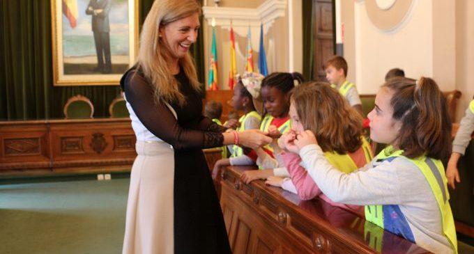 Xicotets regidors: L'alcaldessa explica als col·legis de Castelló el funcionament de l'Ajuntament