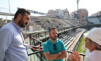 Las obras de remodelación del estadio Castalia renuevan el graderío y las torres de iluminación