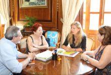 Amparo Marco es reuneix amb el Centre Andalús de Castelló per a explorar noves vies de col·laboració