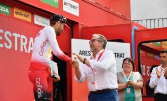 Diputació assisteix al lliurament del premi al ciclista Jesús Herrada, guanyador de la 6a etapa de la Volta a Ares del Maestrat