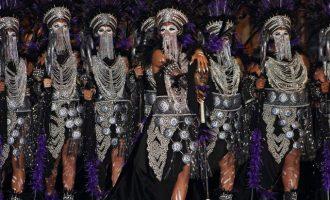 Els 'Moros i Cristians' de Villena conquisten el municipi amb més de 10.000 participants