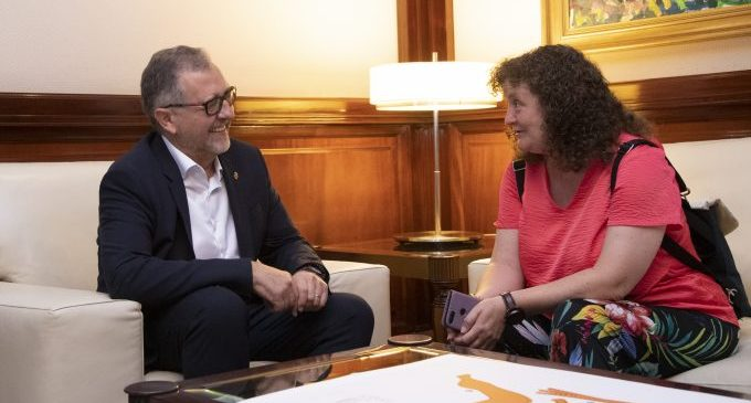 La Diputació s'uneix amb l'alcaldessa de Castell de Cabres per a reforçar el seu compromís amb els pobles amb menys recursos