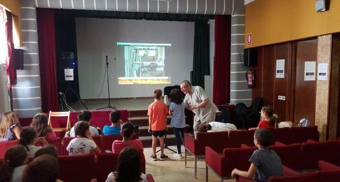 Nules promou el valencià entre els escolats amb un taller de doblatje