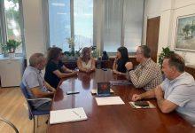 Benicàssim trasllada a la diputada María Jiménez el seu interés per l'adquisició dels terrenys al costat de l'Espai de la Música