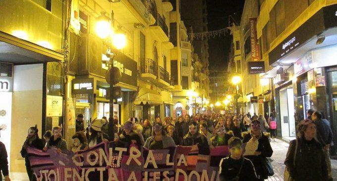 Castelló recuerda a las ausentes en la manifestación del 25N