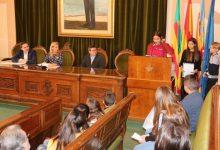 Xiquets i xiquetes reivindiquen els seus drets en el saló de plens de l'Ajuntament