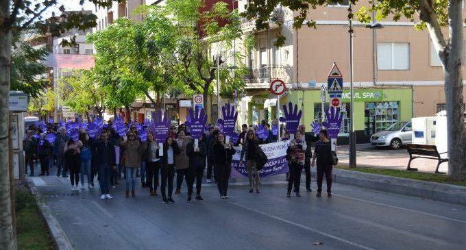 La Vall d'Uixó commemora el 25-N amb una marxa contra la violència masclista