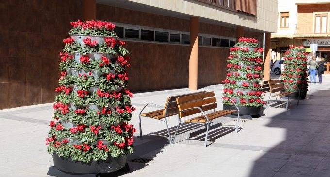 Onda embelleix el Nucli urbà amb jardineres florals