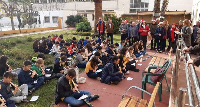 El Nadal arriba al Geriàtric de Benicarló amb l'alumnat de La Salle i el Cor de Gent Gran