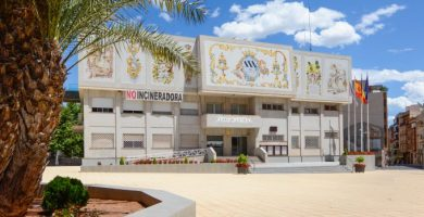 """L'Alcora compra la seu de la """"Muy Noble y Artística Cerámica"""" per a la futura Escola de Música"""