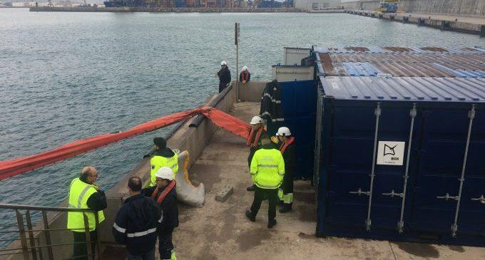 El Port de Castelló acull un simulacre contra la contaminació marina