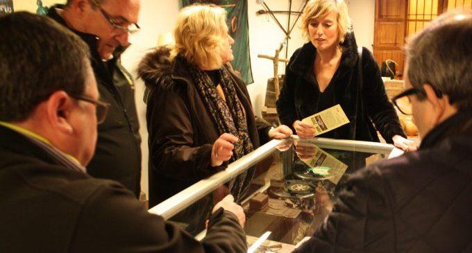 L'exposició '20 anys de Xaloc. Fent colla' mostra dues dècades de recuperació de la cultura i la història de Castelló