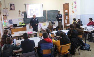 La Policia Local d'Onda ensenya als alumnes a dir 'No' davant el ciberbullying i a denunciar-ho