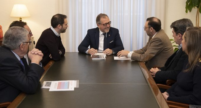 Martí i ASEBEC coincideixen en la necessitat de prestigiar l'FP per a superar la falta de personal qualificat de les empreses del clúster ceràmic de Castelló