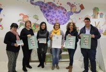 Nules promociona el valenciano con el reparto de calendarios con expresiones y léxico valencianos