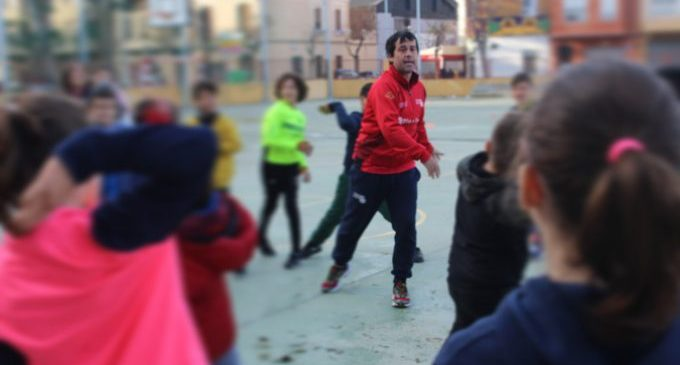 Set centres educatius de Borriana participen en Pilota a l'Escola