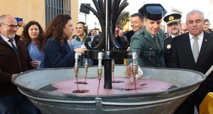 Milers de persones participen en la tradicional Font del vi el dia del seu patró Sant Blai