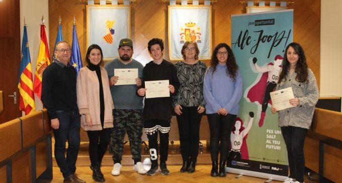 L'alcaldessa lliura els certificats a joves del programa Jove Oportunitat 2019