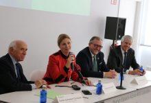 Marco anuncia una beca Talento en investigación oncológica en la apertura de la sede de la AECC