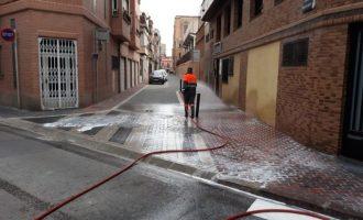 L'UME reforça avui a Borriana els treballs de neteja i desinfecció de carrers i mobiliari públic