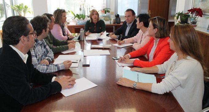 Benicàssim ajorna el pagament de tributs i suspén la taxa d'ocupació de via pública de taules i cadires