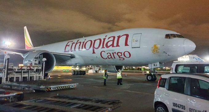 Arriba el desé vol de la Xina amb 46 tones de material sanitari per a la Comunitat Valenciana