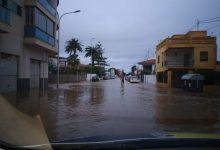 Les fortes pluges inunden habitatges i carrers i obliguen a tallar 18 vies i camins a Borriana
