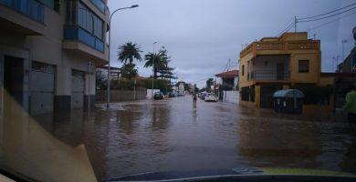 Las fuertes lluvias inundan viviendas y calles y obligan a cortar 18 vías y caminos en Burriana