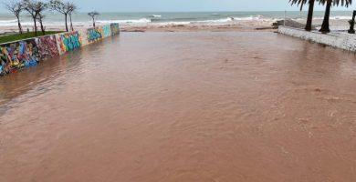 El temporal provoca calles anegadas y cortes de barrancos en Benicàssim