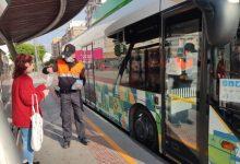 Castelló reparteix 10.000 mascaretes per als usuaris del transport públic
