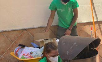 L'alumnat del programa 'Et formem' de Nules millora el mobiliari urbà