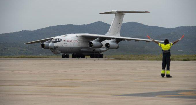 Aterra en l'aeroport de Castelló l'avió amb les 370.000 mascaretes adquirides pels ajuntaments sota la coordinació de la Diputació