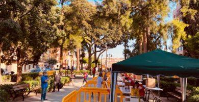 Borriana continua el repartiment de masqueretes a la plaça de l'Hereu de la zona 3
