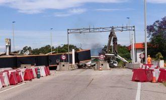 Empiezan los trabajos de derribo del peaje Vinaròs-Ullecona de la AP-7