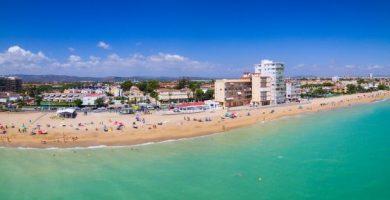 Les platges de Benicarló tornen a acollir banyistes amb horari i control d'aforament