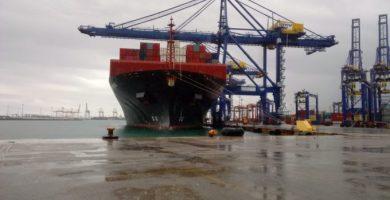 Arriba més material sanitari d'un altre vaixell i avió des de la Xina