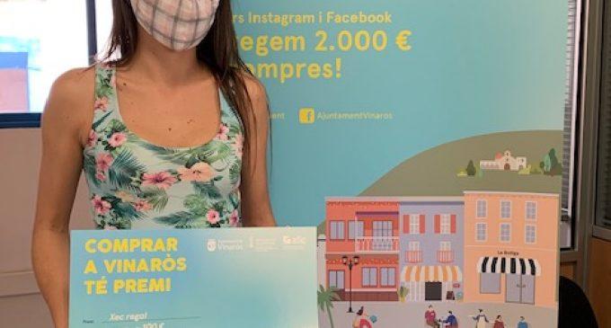 La campanya 'Comprar a Vinaròs té premi' entrega els primers 400 euros a la clientela