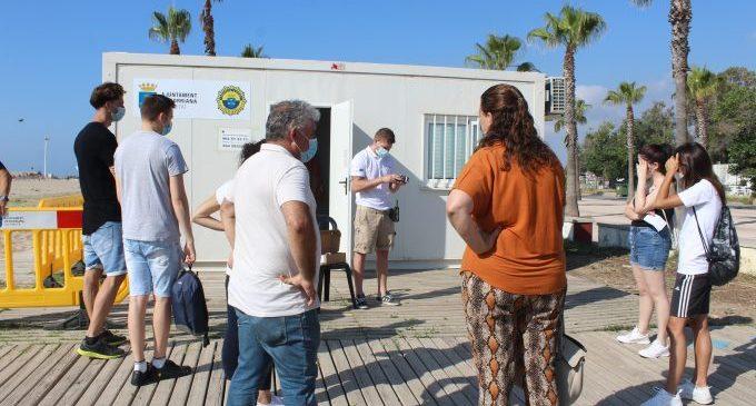 Borriana compta des d'avui amb 13 joves contractats per la Generalitat per a treballar com a informadors a les seues platges