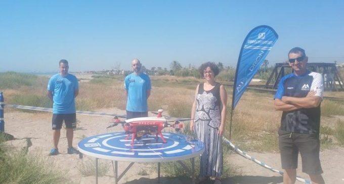Almenara posa en marxa el dron que controlarà l'aforament de la Platja Casablanca