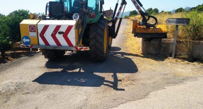 Almenara neteja els talussos i camins rurals gràcies a la màquina desbrossadora de la Diputació de Castelló