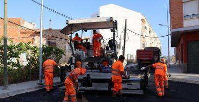 Territori actua al carrer Maestrat per a dotar de seguretat i dignificar aquest vial inacabat durant la crisi immobiliària