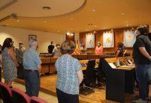 El Ple municipal de Borriana guarda un minut de silenci per Maria del Carmen Bernad, Filla Adoptiva de Borriana
