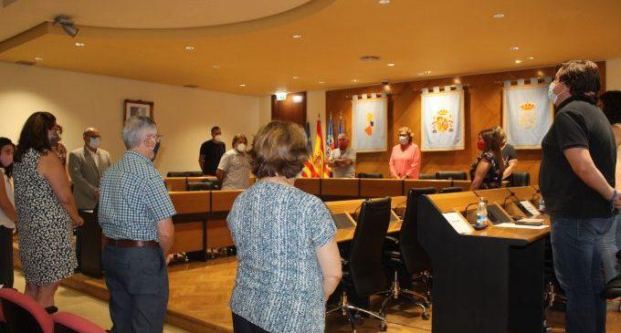 El Pleno municipal de Borriana guarda un minuto de silencio por María del Carmen Bernad, Hija Adoptiva de Borriana
