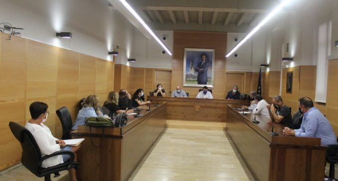 Onze municipis de la Plana Baixa estudien crear una mancomunitat per a oferir serveis socials en comú