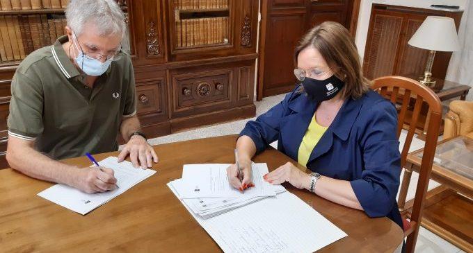 El Ayuntamiento firma un convenio de 75.000 euros para el Club Natación, el Clb Bàsquet y el CD Benicarló