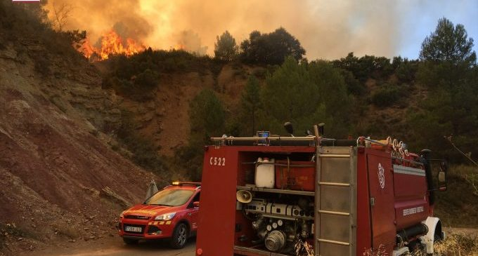 Els bombers controlen l'incendi de Bejís després del seu desplegament de mitjans en la zona